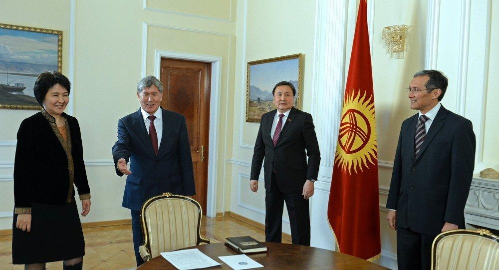 Президент Кыргызстана Алмазбек Атамбаев встретился с Торага Жогорку Кенеша, Премьер-министром и Председателем Верховного суда