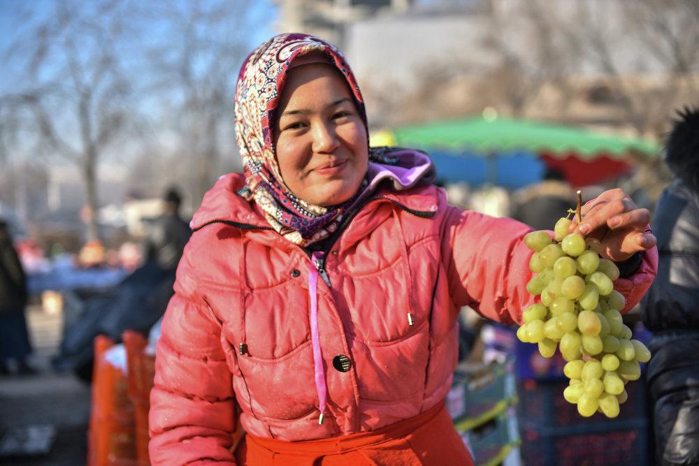 Продавец винограда.