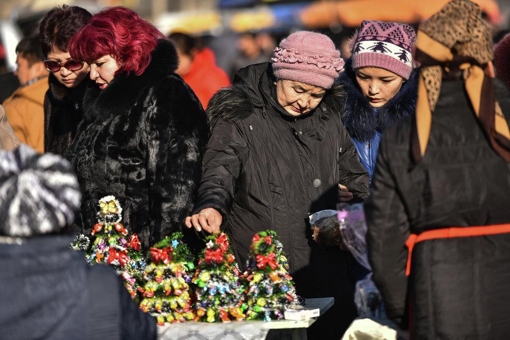 Покупателям был предоставлен широкий ассортимент продуктов на Новый год.