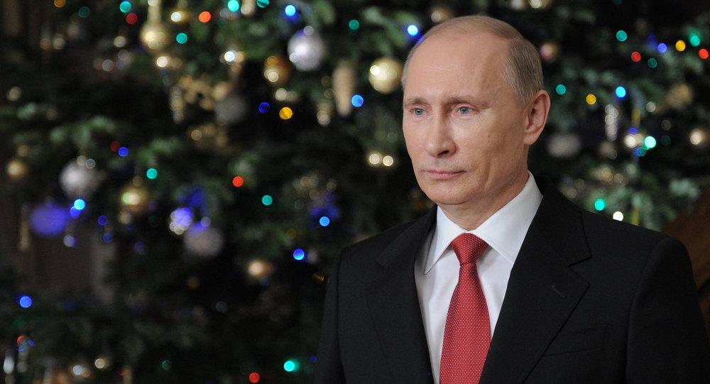 Премьер-министр РФ Владимир Путин поздравляет россиян с наступающим Новым годом