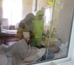 Отработка действий на случай поступления больных, инфицированных Эболой. Архивное фото