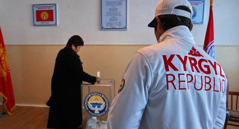 Голосование на одном из избирательных участков. Архивное фото
