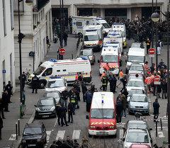 Общий вид на редакцию французской сатирической газеты Charlie Hebdo в Париже 7 января 2015 года,