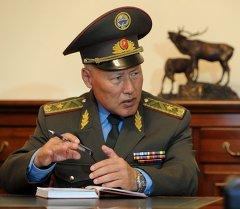 Алмазбек Атамбаев принял начальника Генерального штаба Вооруженных Сил Асанбека Алымкожоева