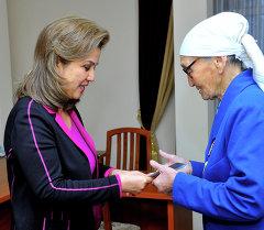 Вице-премьер-министр Кыргызской Республики Дамира Ниязалиева встретилась с Бюбюрой Кыдыралиевой