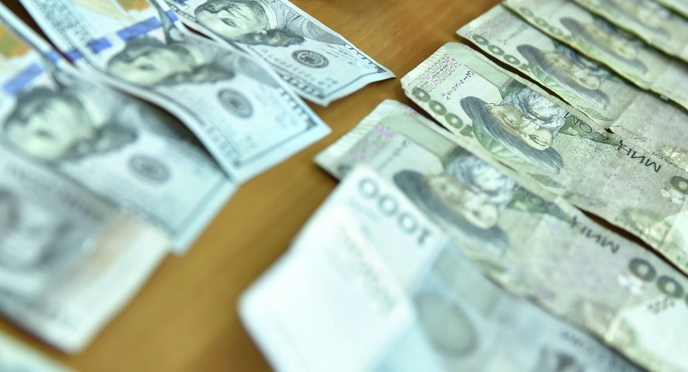 Сомы и доллары. Архивное фото