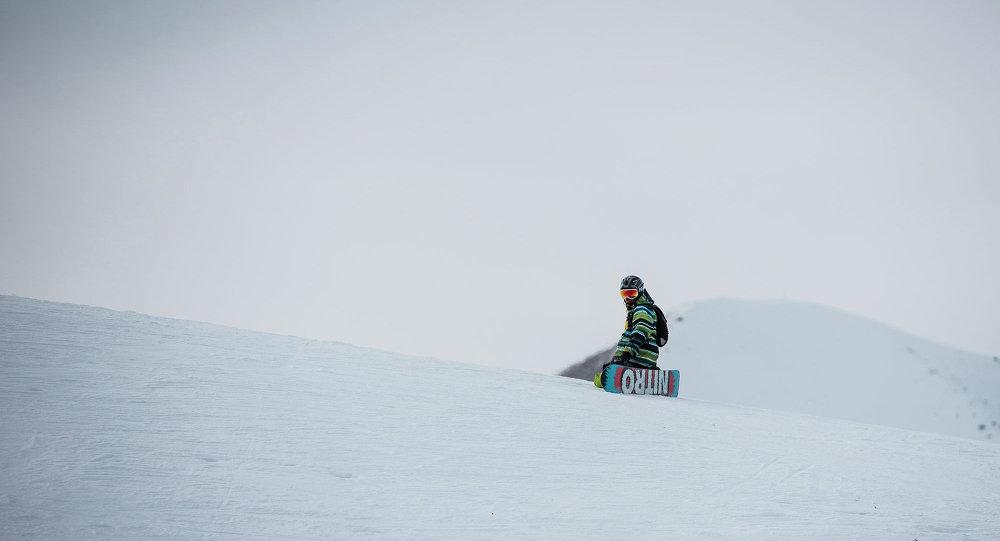 Турист на лыжной базе. Архивное фото