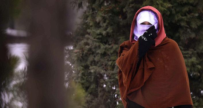 Мусульманка в хиджабе. Архивное фото