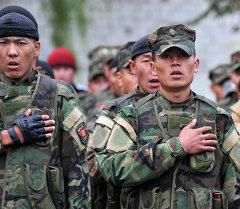 Кыргызский солдаты в городе Ош