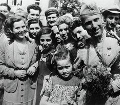 Встреча советских солдат в Софии