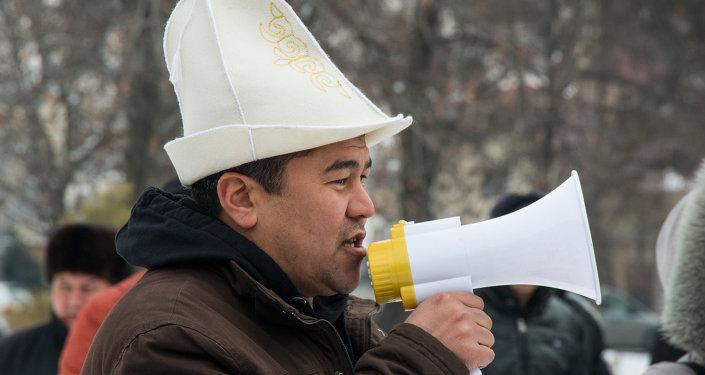 Бишкекте сырттан автоунаа ташып келгендердин митинги өтүп жатат