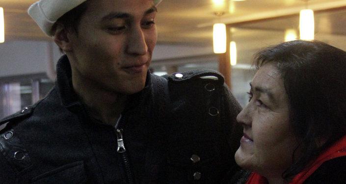 Гражданин Мозамбика Сальвадор Айрес встретился со своей мамой