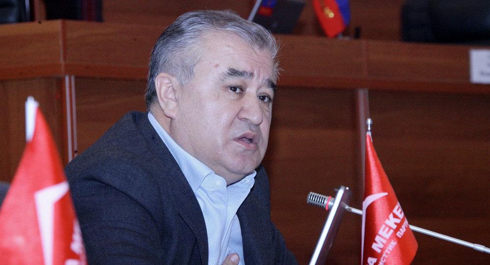 Текебаев Омурбек на заседании ЖК. Архивное фото