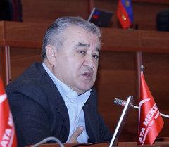 Ата Мекен саясий партиясынын лидери Өмүрбек Текебаев. Архив