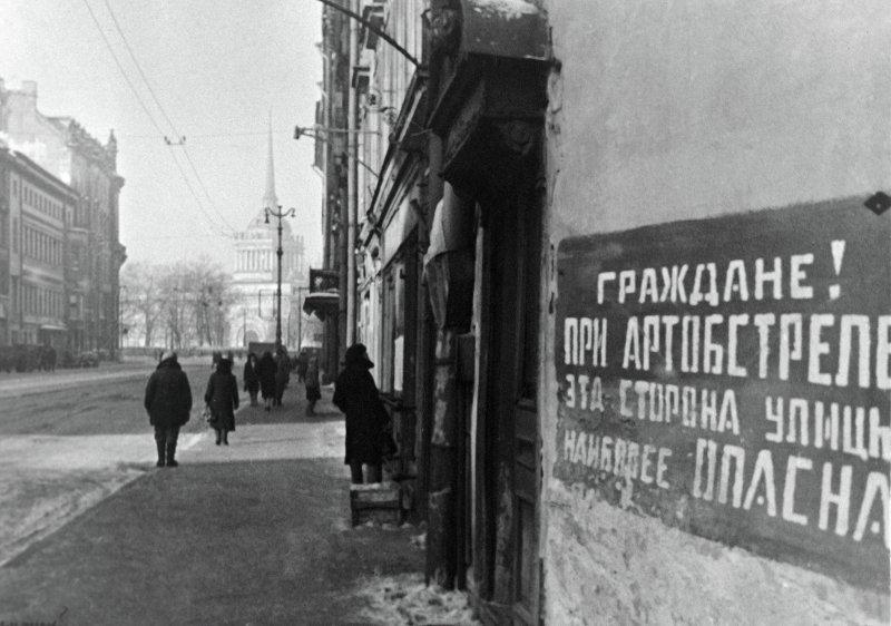 Табличка на доме блокадного Ленинграда