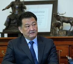 Президент Алмазбек Атамбаев принял министра здравоохранения Талантбека Батыралиева