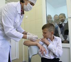 Вакцинация ребенка. Архивное фото