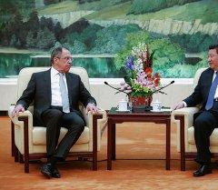 Сергей Лавров и Си Цзиньпин на встрече в преддверии министерского заседания в формате РИК. Пекин, 2 февраля 2015