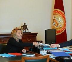 Алмазбек Атамбаев принял Секретаря Национального совета по устойчивому развитию страны Нурсулу Ахметову.