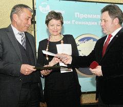 Журналисты Кыргызстана были награждены премией имени Геннадия Павлюка Честность. Мужество. Профессионализм