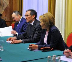 Премьер-министр Оторбаев встретился с Председателем ФТС РФ Бельяниновым
