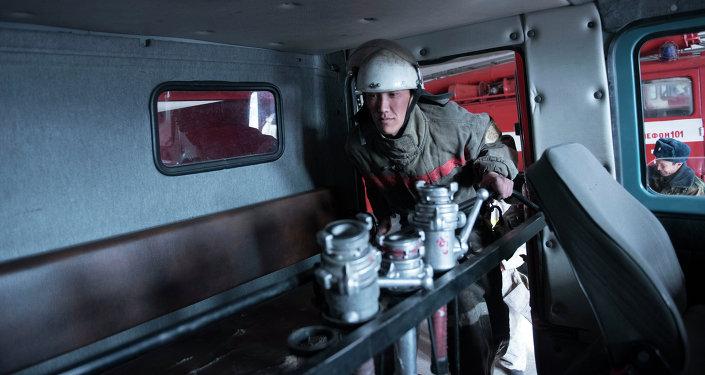 Сотрудник противопожарной службы МЧС КР. Архивное фото