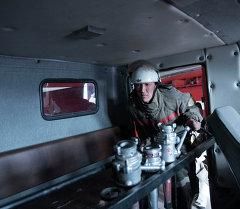 Сотрудник противопожарной службы МЧС КР, Архивное фото