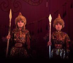 Актеры в кыргызской национальной одежде. Архивное фото