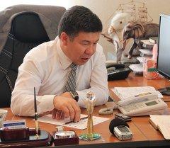 Архивное фото депутата от фракции Ата Мекен Алмамбета Шыкмаматова