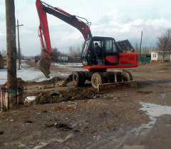 Последствия подтопления домовладений из-за разлива реки в Таласской области