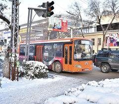 Бишкектин көчөлөрүндөгү автоунаалар. Архив