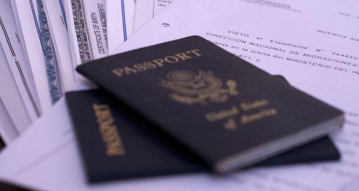 Паспорт гражданина США. Архивное фото