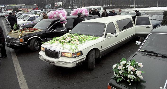 Свадебный кортеж. Архивное фото