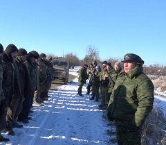 Ополченец ДНР пообещал сдавшимся в Дебальцево силовикам накормить и искупать