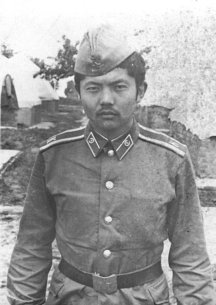 Акыйкат партиясынын лидери Аликбек Жекшенкулов 1980-жылы Украинанын айыл чарба академиясынын аскер кафедрасында машыккан