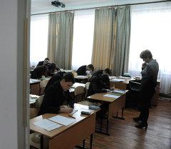 Мектеп окуучулары сынакта. Архив