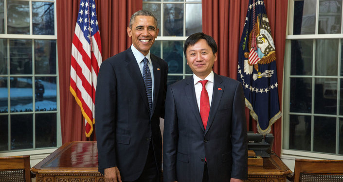 Посол Кыргызстана в США Кадыр Токтогулов вручил президенту Бараку Обаме верительные грамоты