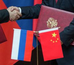 Россиянын жана Кытайнын желектери