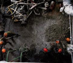 Демонтаж старого оборудования. Архивное фото
