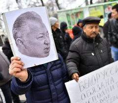 Митинг за экстрадицию Бакиевых перед зданием посольства Белоруссии в КР.