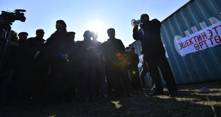 Митинг против распространения мяса ослов в стране проходит в селе Манас