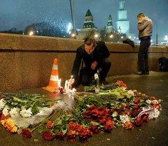 Место убийства известного оппозиционера Бориса Немцова