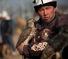 Охотник со своим питомцем. Архивное фото