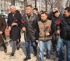 Кырызстандын оппозиционерлери Немцовду эскеришти