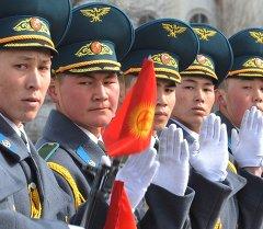 Рота почетного караула Кыргызстана на церемонии посвященной Дню Государственного флага