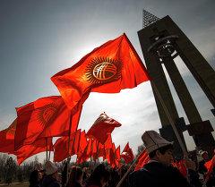 Студенты провели акцию в честь Дня Государственного флага Кыргызстана в парке имени Даира Асанова в Бишкеке.