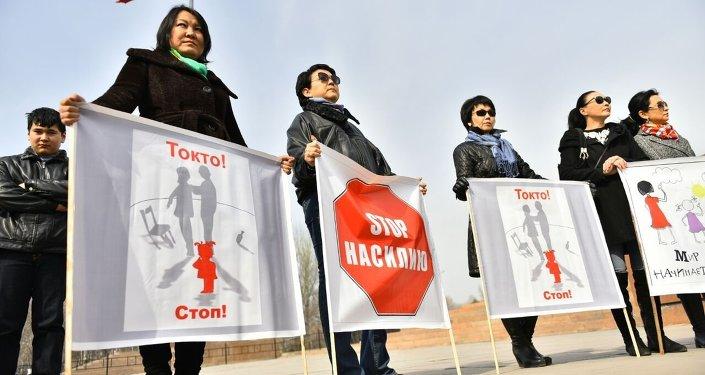 Участники митинга Защитим детей – спасем будущее страны!. Архивное фото