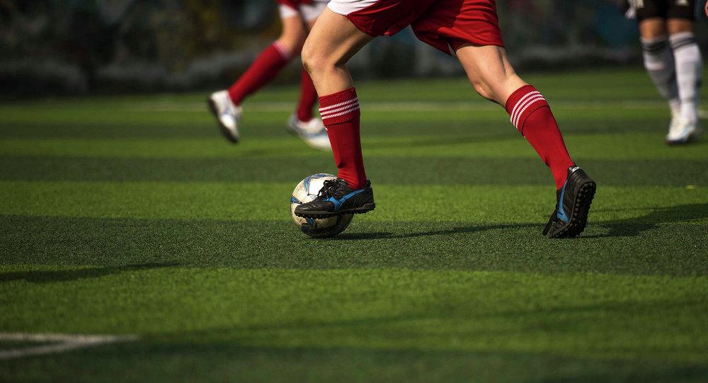 Девушка с мячом. Архивное фото