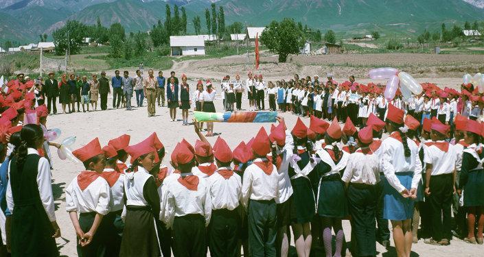 Праздник в сельской школе