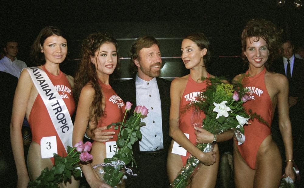 Участницы российского регионального конкурса красоты Miss Hawaiiwan Tropic